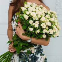 Букет 25 кремовых кустовых розы R017