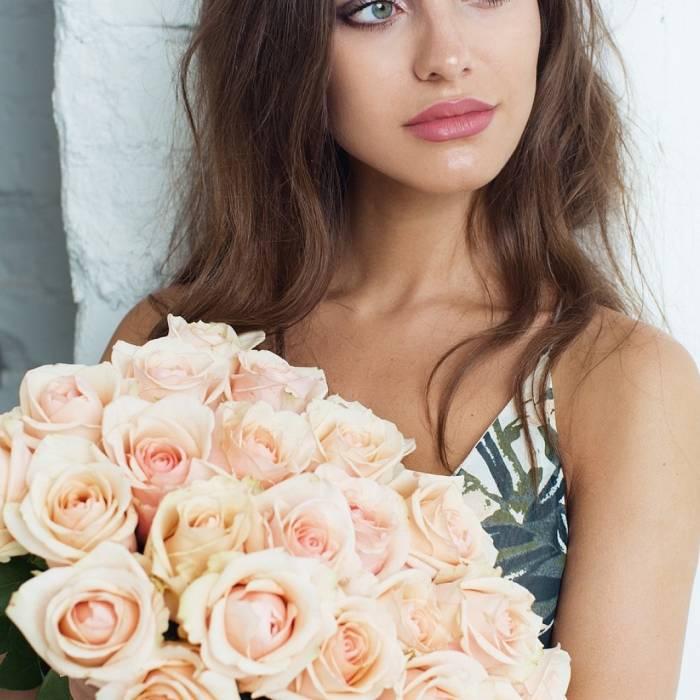 Букет 25 кремовых роз R006