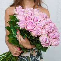 Букет 25 розовых роз с упаковкой R028