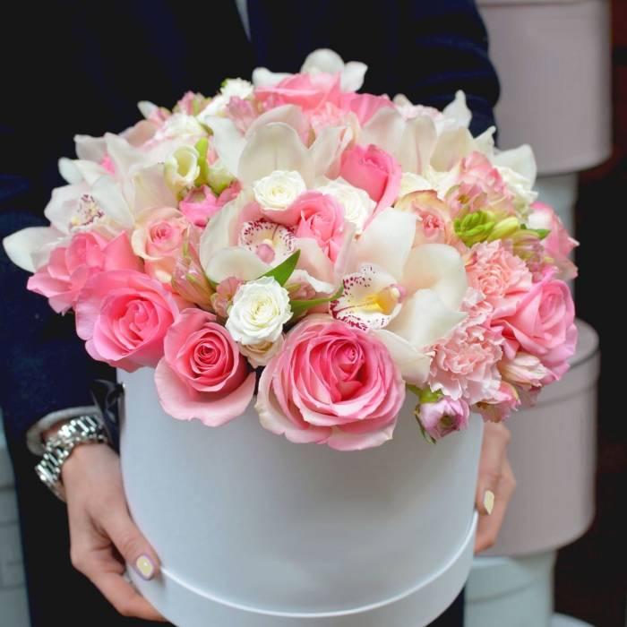 Белые орхидеи и розовые розы R791