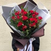 Букет 9 веток красной кустовой розы R007