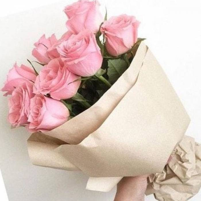 Букет 9 розовых роз в крафте R065