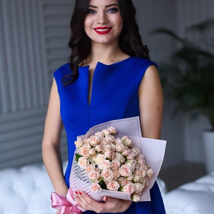 Букет 19 кремовых кустовых роз R053