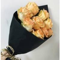 Букет 9 кремовых роз в упаковке R013