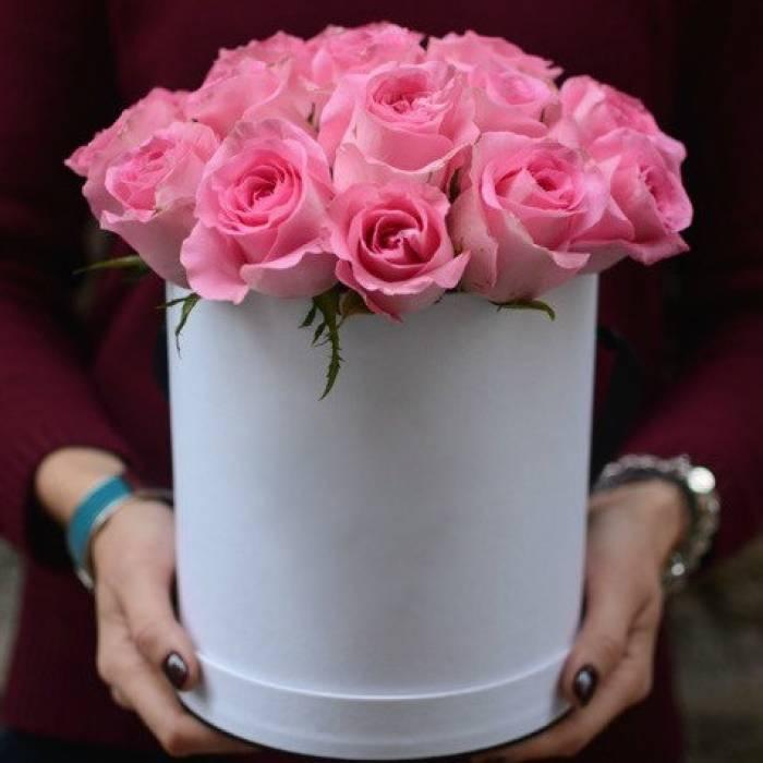 15 розовых роз в коробке R832