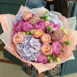 Сборный большой букет с пионовидной розой R176