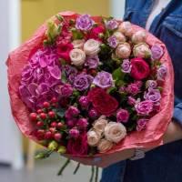Сборный букет из пионовидных роз R016