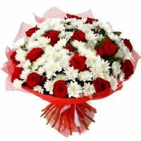 Букет хризантемы и розы с упаковкой R185