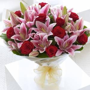 Сборный букет розы и лилии с упаковкой R141