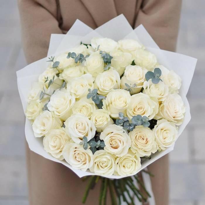 Белые розы R008