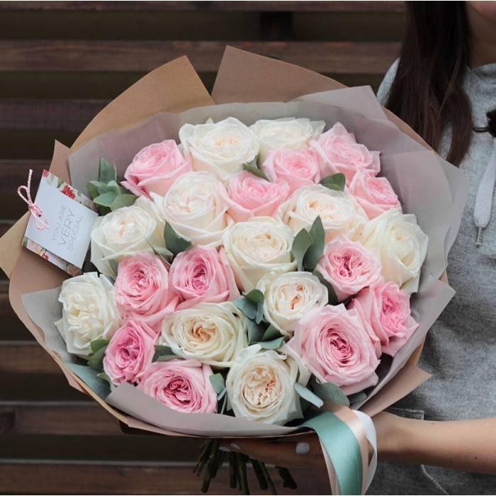 Букет 21 пионовидная кремовая роза с упаковкой R399