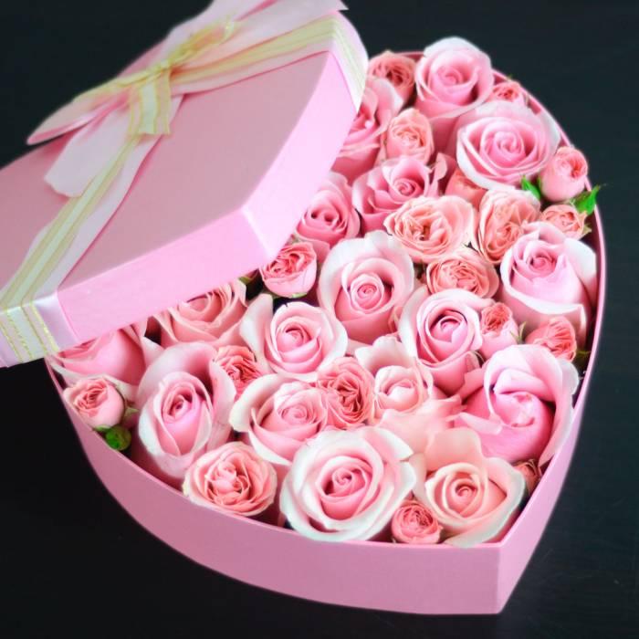 Коробка сердце с розовыми розами R040