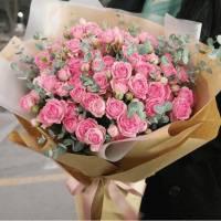 Букет 39 веток кустовой розы в крафте R008