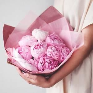 Нежный букет 9 розовых пионов R82