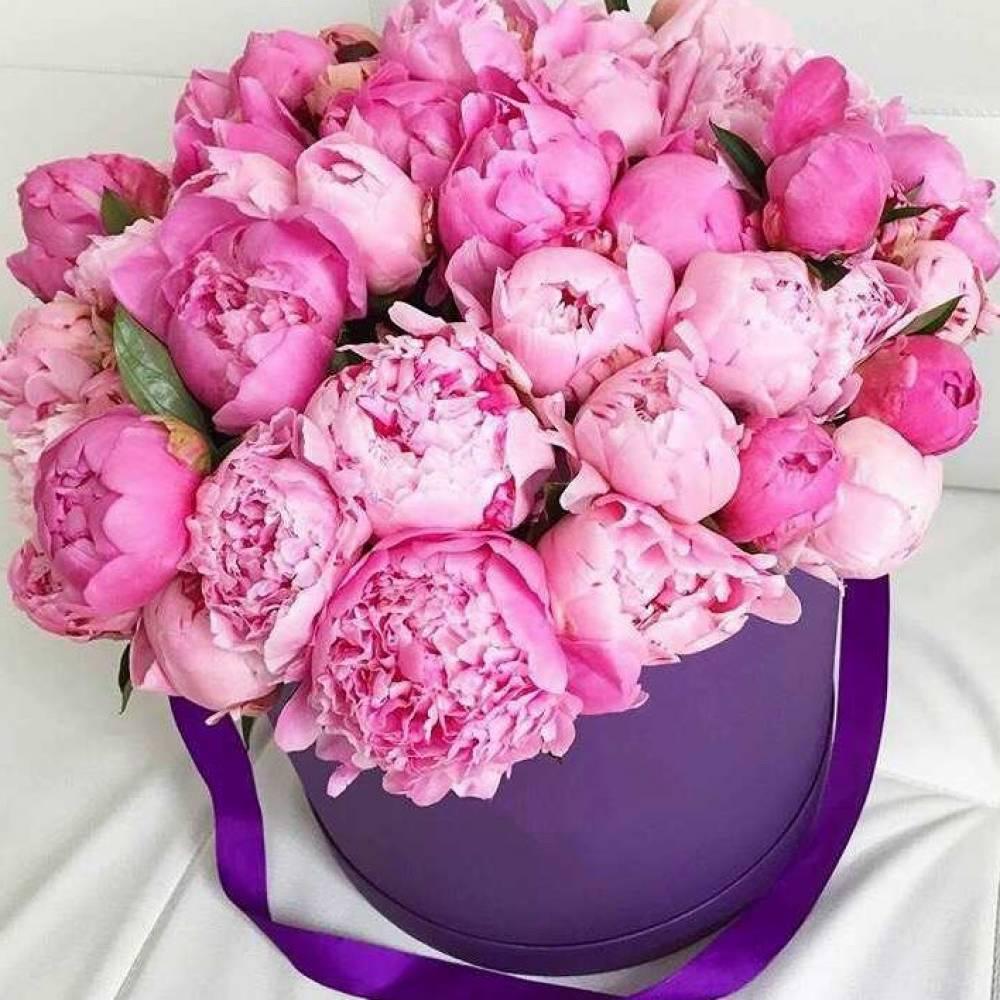 Открытки с днем рождения женщине цветы пионы в коробке