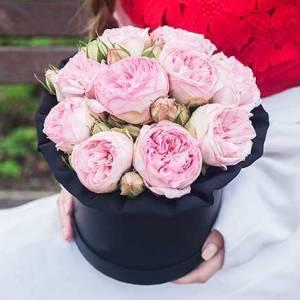 Коробка 9 пионовидных кустовых роз R452