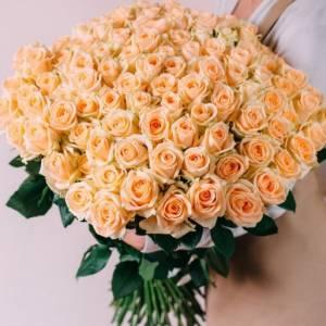 Букет 101 кремовая роза с лентами R004