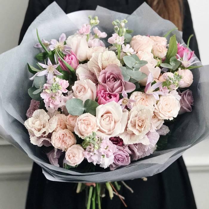 Сборный букет с пионовидными розами R477