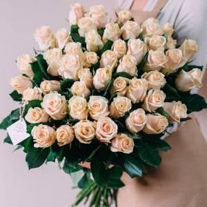Букет 51 кремовая роза с лентами R004
