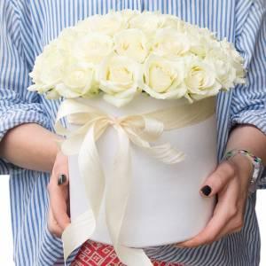 Коробка 25 белых роз R023