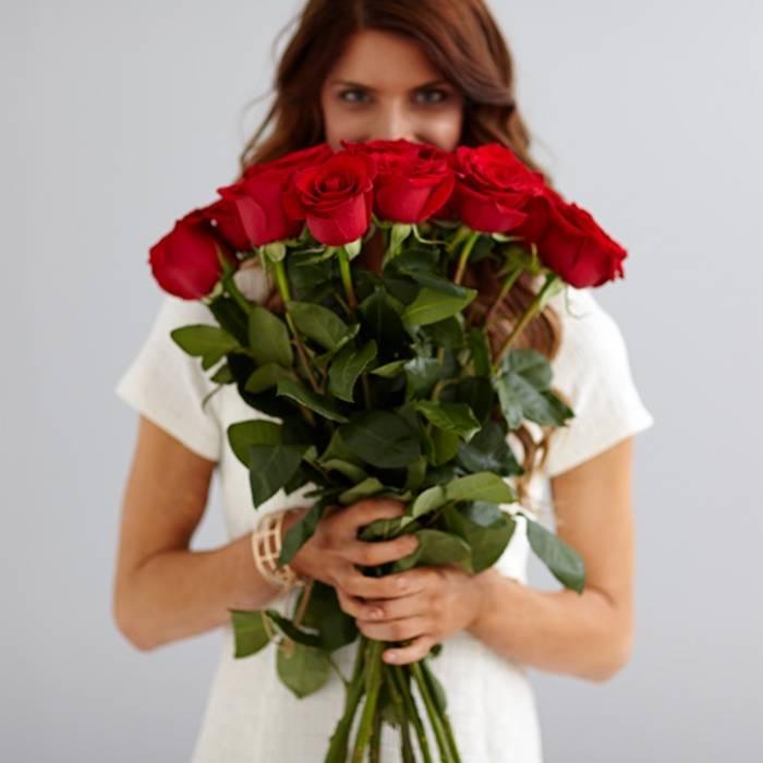 Букет 15 высоких красных роз R033