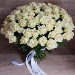 Букет 51 белая роза с лентами R019