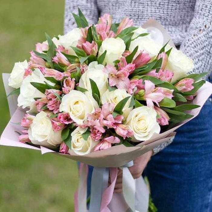 Белые розы R023