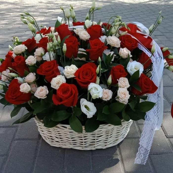 Сборная корзина розы и эустома R544