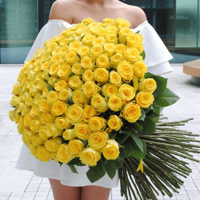 Букет 101 крупная желтая роза с лентами R017