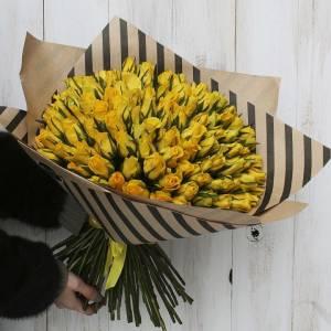 Букет 51 желтая роза в крафте R003
